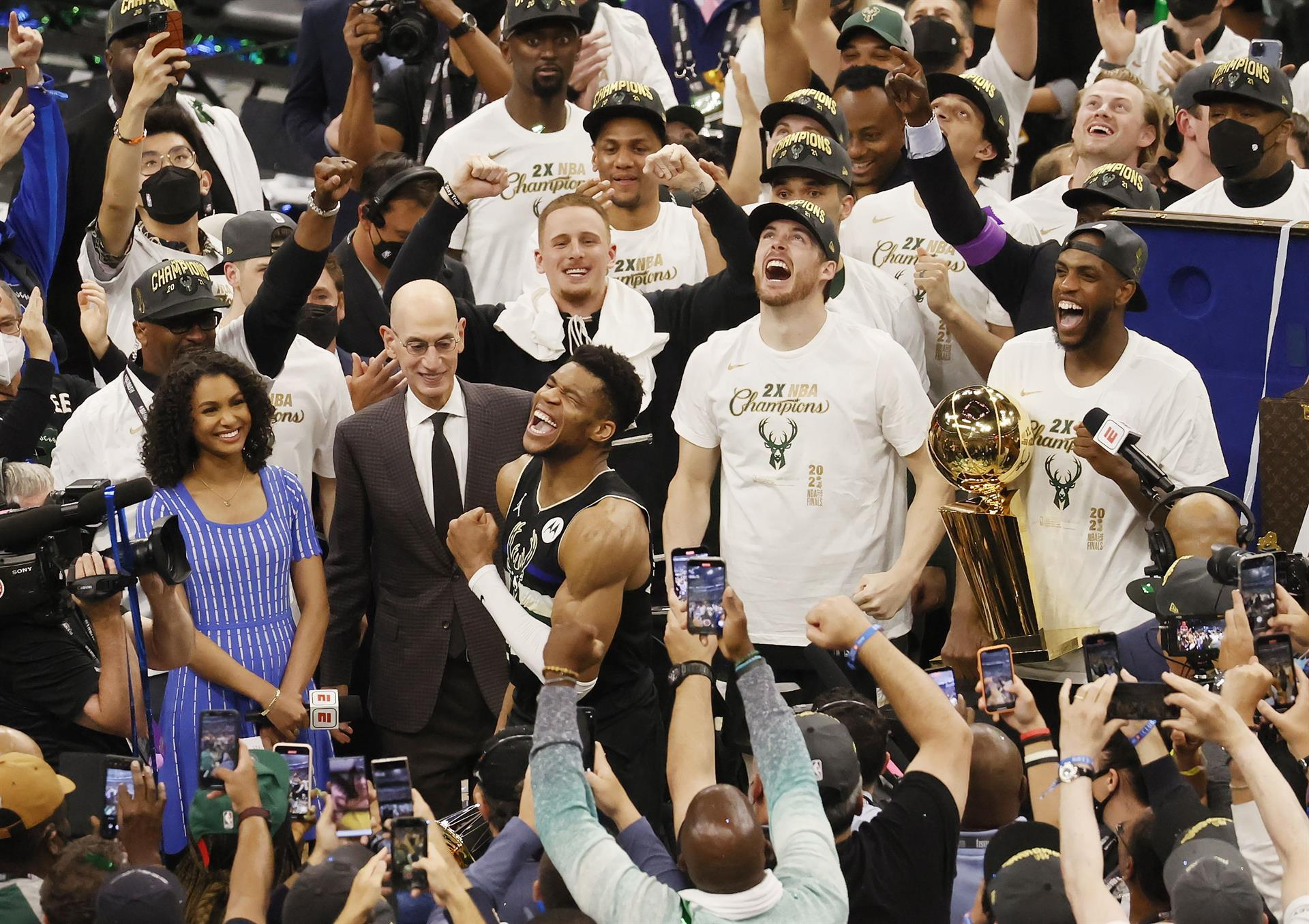 Milwaukee Bucks logran su primer título de la NBA en 50 años