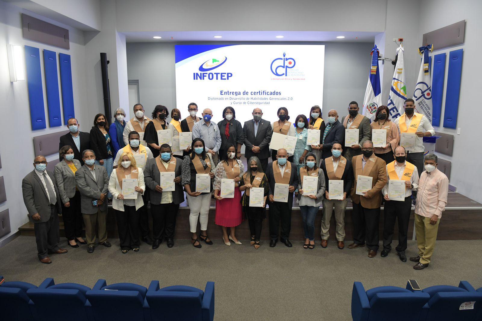 INFOTEP y CDP entregan certificados a periodistas egresados de capacitación técnico-profesional