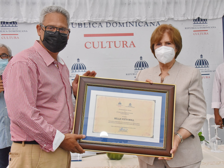 Ministerio de Cultura acredita a 68 nuevos artesanos